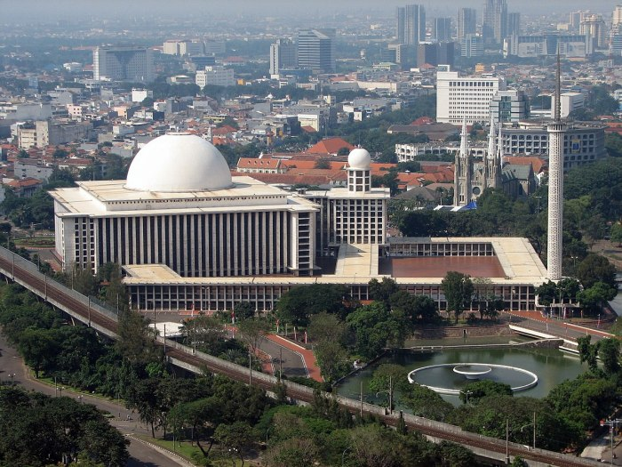 2 her favorite structure which was designed by non-muslim Istiqlal Mosque, Jakarta. This is the pic, originally taken from id.wikipedia.org.JPG